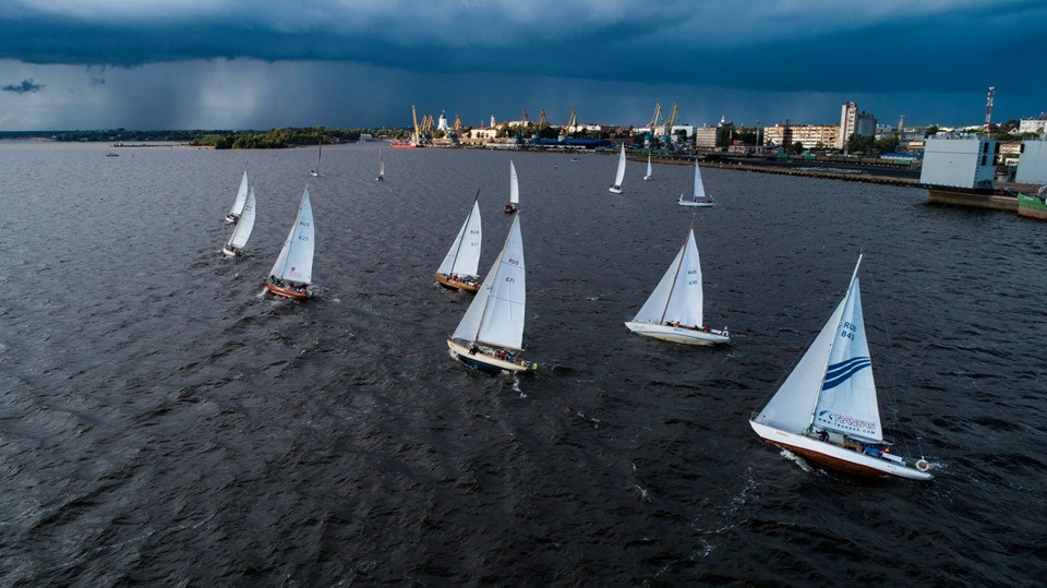 Collision at the start of the coastal race in Vyborg