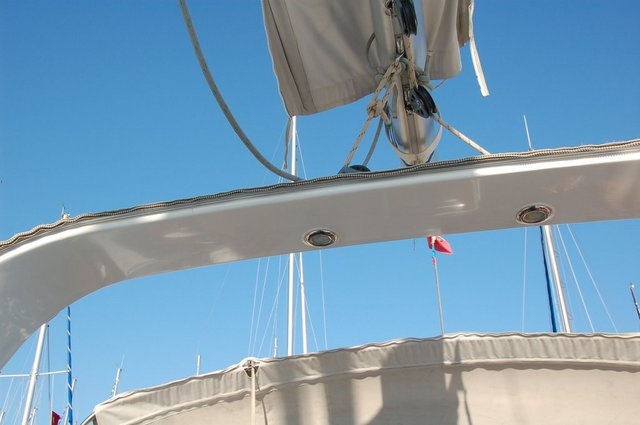 The boom block is fixed to the arch in the Oceanis 50 cockpit