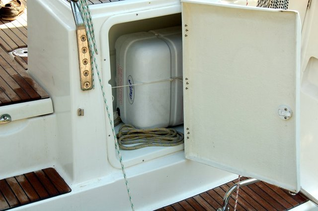 Very good solution for the storage of the life raft