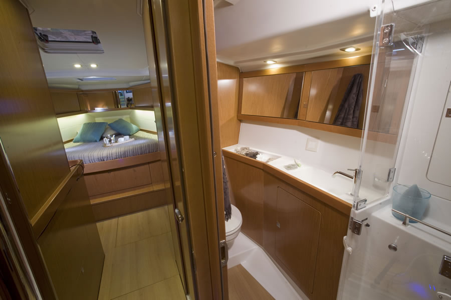 Access to the bow cabin and toilet on the starboard side