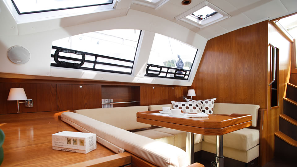 The interior of the Wauquiez Pilot Saloon 47 is made with quality fabrics