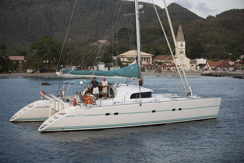 Both Lagoon 570 helm stations are equipped with navigation instruments and compasses.